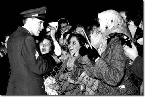 1960-march-3-elvis-presley-prestwick-airport-scotland-7-640