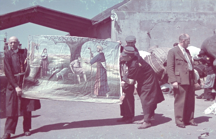 Jewish laborers display a confiscated work of art