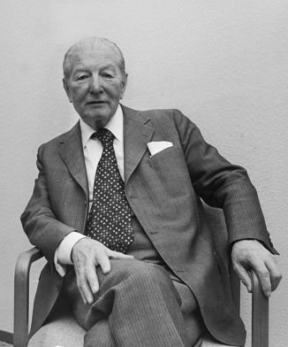 Pieter_Menten_sitting_on_a_chair_1977-May-16-2