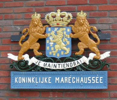 800px-Wapen_koninklijke_marechaussee