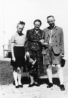 ,_Heinrich_Himmler_mit_Frau_und_Tochter_Gudrun