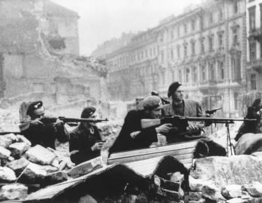 Warsaw_Uprising_by_Tomaszewski_Mazowiecka
