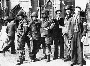300px-101st_with_members_of_dutch_resistance