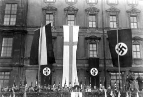Die große Feier des Luthertages im Lustgarten in Berlin! Bischof Hossenfelder hält die Ansprache auf der Rampe des Berliner Schlosses im Lustgarten. 19.11.1933