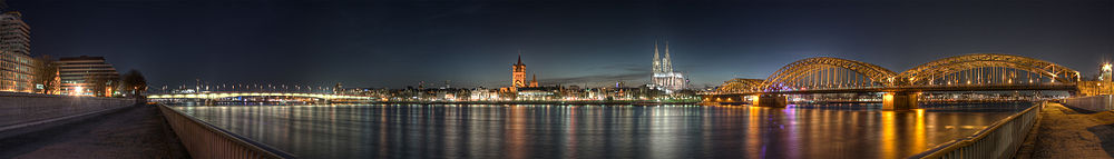 1000px-Cologne_-_Panoramic_Image_of_the_old_town_at_dusk