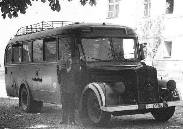 1024px-Bus_Hartheim_Foto_Niedernhart_Prozess