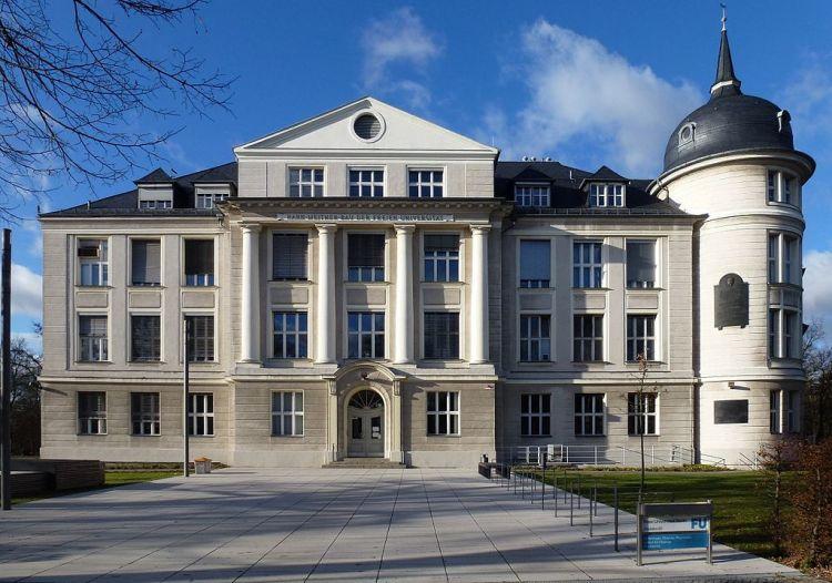 1024px-Dahlem_Thielallee_Hahn-Meitner-Bau