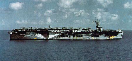 450px-USS_Santee_(CVE-29)_Oct_1942