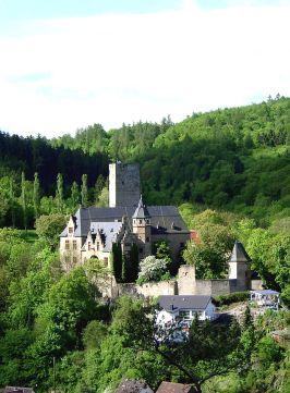 800px-Schloss_Kransberg_Totale