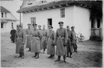 Belzec_-_SS_staff_(1942)