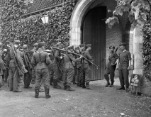 Disarming_of_German_captives_May_1945