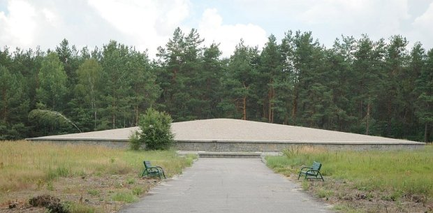 Poland_Sobibor_-_death_camp_mausoleum