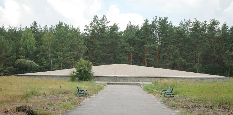 Poland_Sobibor_-_death_camp_mausoleum