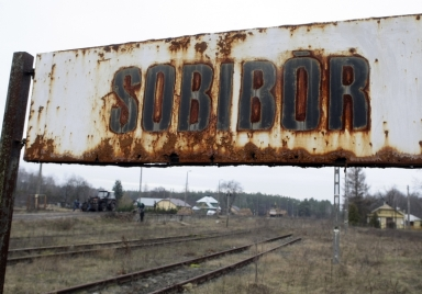 A view of the Sobibor train station in Poland December 1, 2009. John Demjanjuk, an 89-year-old former U.S. autoworker, was wheeled into a packed Munich court on Monday to face charges he helped kill 27,900 Jews during the Holocaust in what is likely to be Germany's last major Nazi-era war crimes trial. German state prosecutors accuse Demjanjuk of assisting in killings at the Sobibor death camp in Poland, where prosecutors say at least 250,000 Jews were killed. REUTERS/Peter Andrews (POLAND CRIME LAW CONFLICT) - RTXRBI6