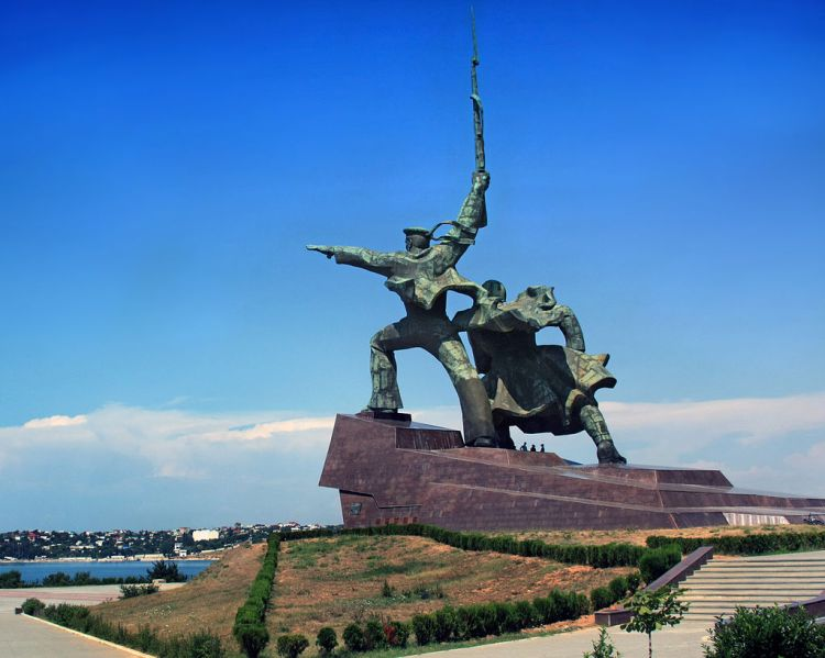 -Soldier_and_Sailor-_Memorial_to_Heroic_Defenders_of_Sevastopol