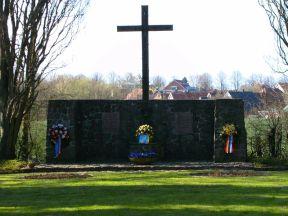 Timmendorfer-Strand-Waldfriedhof-Cap-Arcona-Gedenkstätte