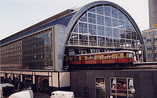 220px-Train_station_Berlin_Alexanderplatz_1999_pixelquelle