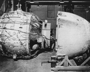 Fat_Man_Assembly_Tinian_1945