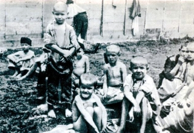 Inmate_children_at_the_Rab_concenctration_camp