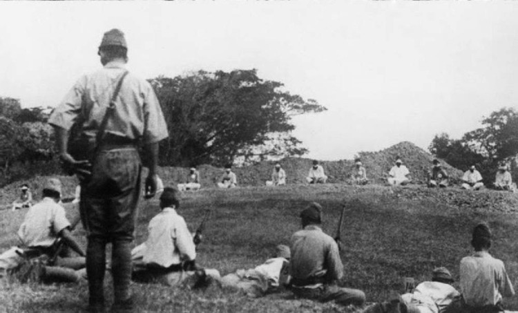 Japanese troops using prisoners of war for target practice, 1942 2