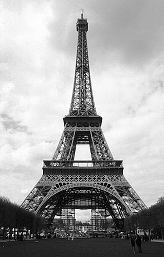 paris_tour_eiffel_bw