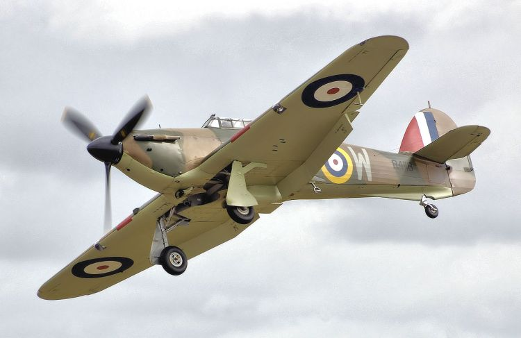 1280px-Hurricane_mk1_r4118_fairford_arp