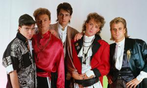 1985 --- Members are, from left to right, John Keeble, Gary Kemp, Tony Hadley, Martin Kemp, and Steve Norman. --- Image by © Fabio Nosotti/CORBIS