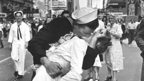 150813155747-vj-day-sailor-kiss-orig-nws-00001408-large-169