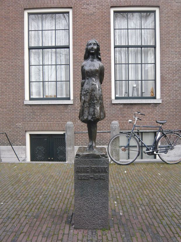 800px-Anne_Frank_M01