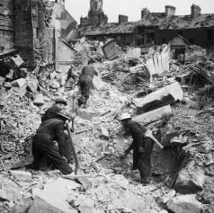 AIR_RAID_DAMAGE_IN_THE_UNITED_KINGDOM_1939-1945_-_H_9476