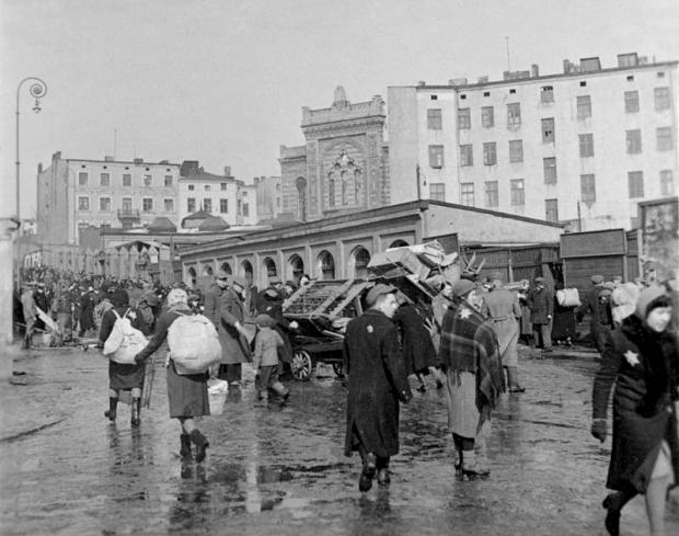 Bundesarchiv_Bild_137-051639A,_Polen,_Ghetto_Litzmannstadt,_Deportation