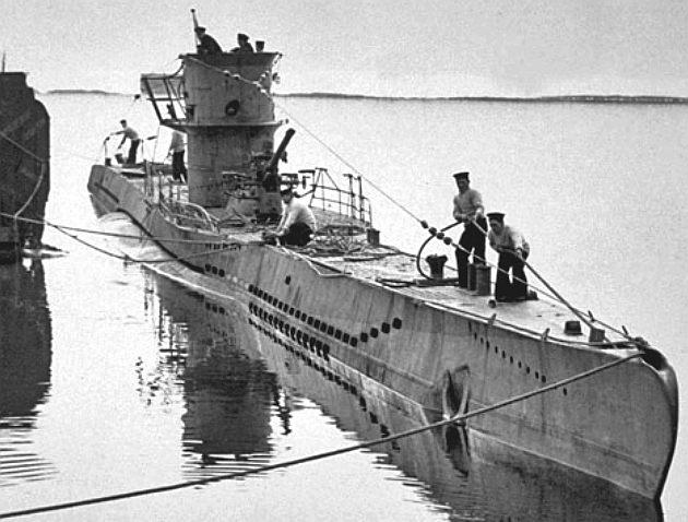 german-u-boat-tying-up-dockside