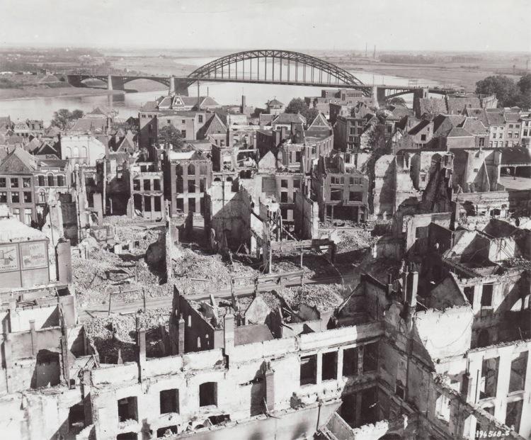 14c-194568-nijmegen-roofs-bridge