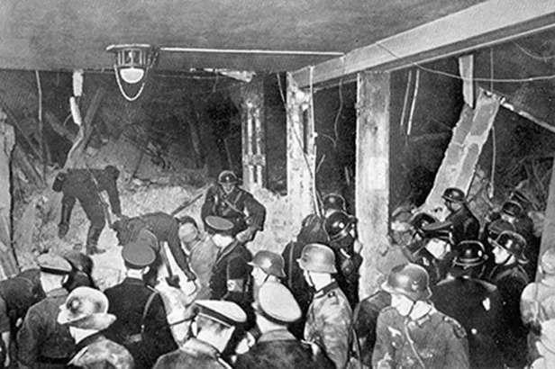 hitler-bomb-munich-1939