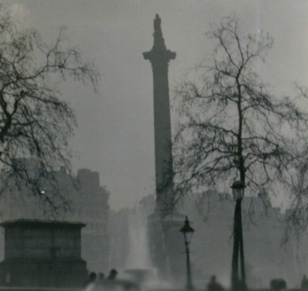 nelsons_column_during_the_great_smog_of_1952
