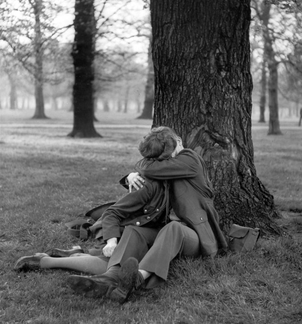 old-photos-vintage-war-couples-love-romance-11-5731f4b61ace4__880