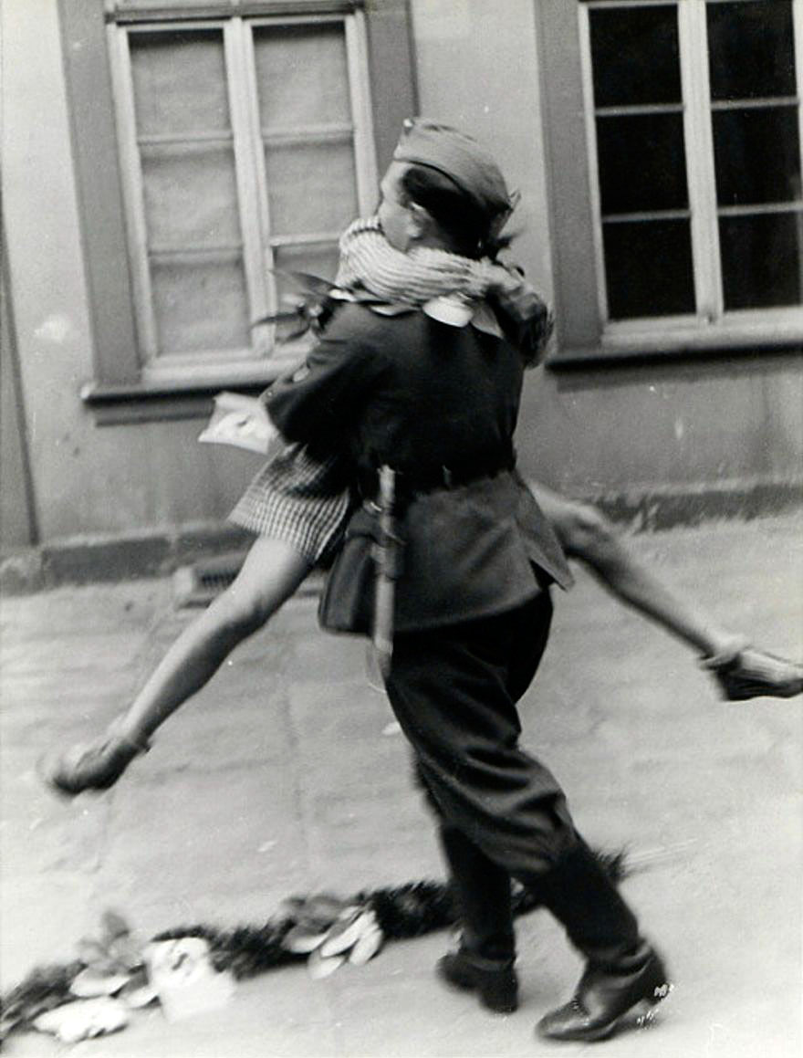 old-photos-vintage-war-couples-love-romance-22-5731f4d0a1493__880