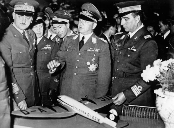 (Photo by Imagno/Getty Images) Der deutsche General Erhard Milch besucht die internationale Luftfahrtausstellung in Mailand. Italien. 14.10.1937. Photographie.