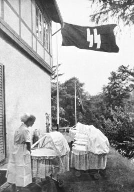 bundesarchiv_bild_146-1973-010-11_schwester_in_einem_lebensbornheim