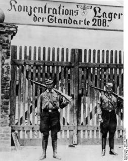 ADN-ZB: Im faschistischen Deutschland 1933-45 Unmittelbar nach der faschistischen Machtergreifung werden im Frühjahr 1933 überall im Land Konzentrationslager errichtet. SA-Männer als Lagerwache des KZ's Oranienburg bei Berlin.