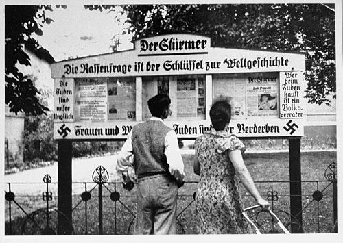 couple-reading-der-sturmer