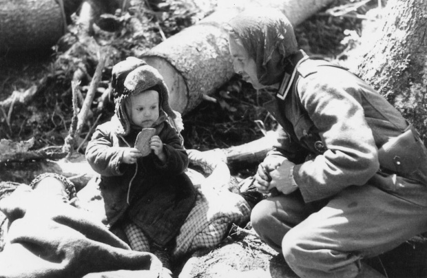 german-soldier-giving-bread-to-an-orphaned-russian-boy-volkhov-area-1942