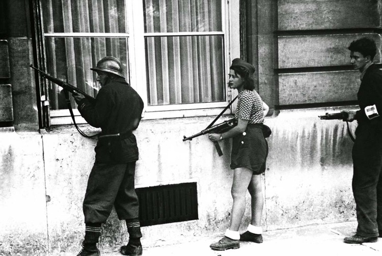 simone-segouin-the-18-year-old-french-resistance-fighter-1944