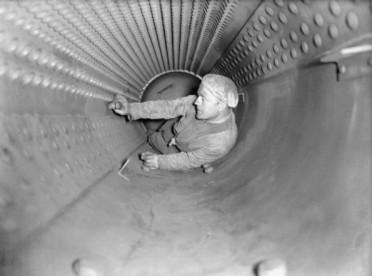 stoker-inside-boiler-hms-curacoa-595x442