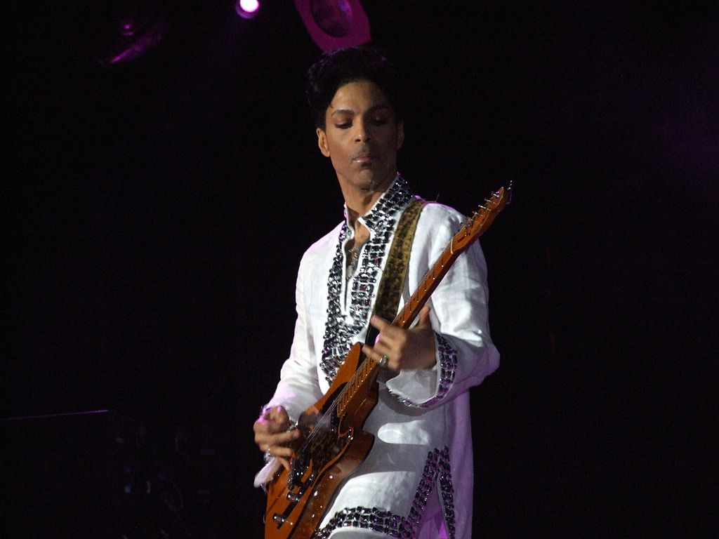 1024px-prince_at_coachella