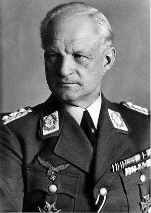 300px-generaloberstabsarzt_prof-_dr-_med-_erich_hippke