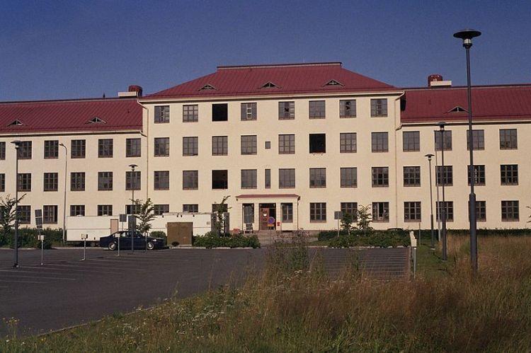 800px-former_hospital_building_in_peltola_oulu_aug2008_002