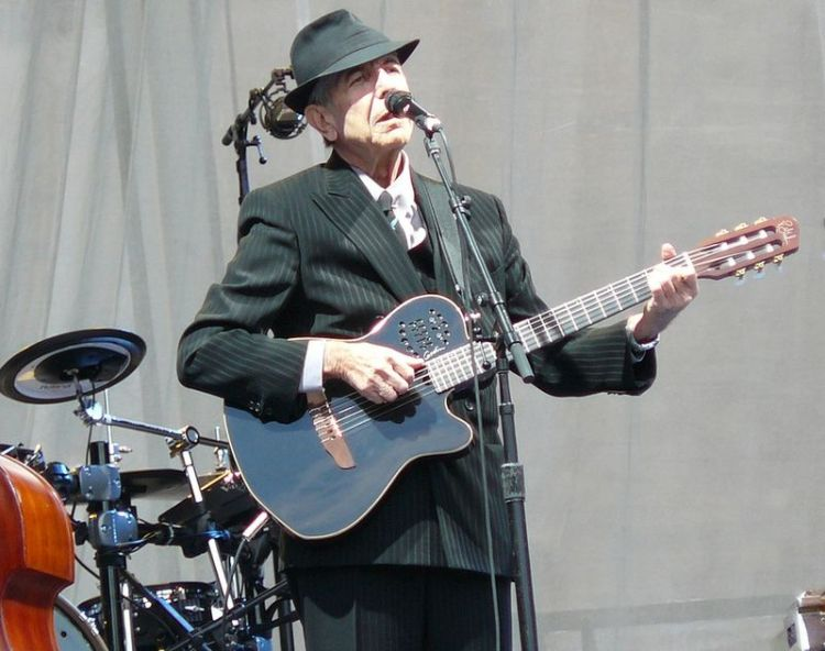800px-leonard_cohen_at_edinburgh_castle