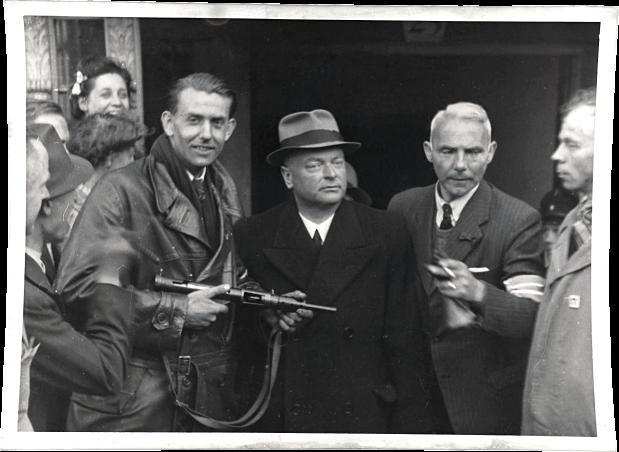 anton_mussert_arrested_at_korte_vijverberg_street_in_the_hague-_1945
