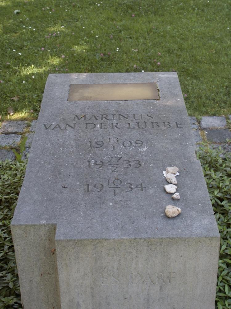 Gedenkteken_Marinus_van_der_Lubbe.jpg